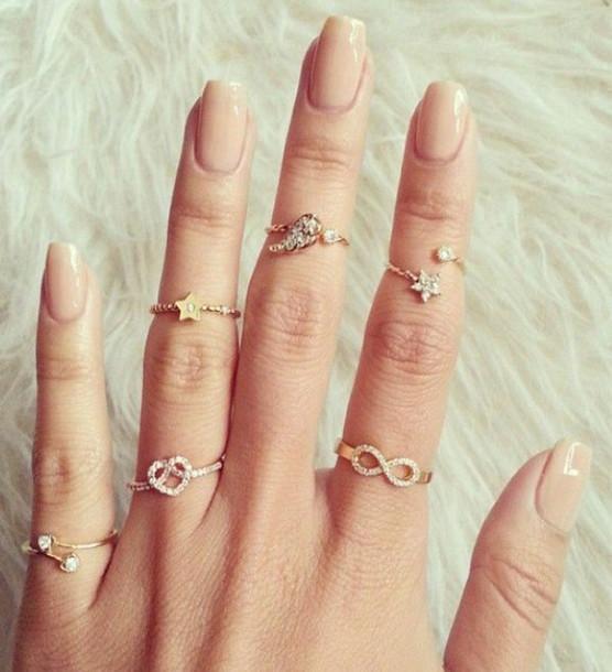 Engagement Rings Kuwait: Beautiful Mid Rings
