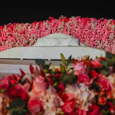 حفل زفاف فاخر باللون الوردي في قطر