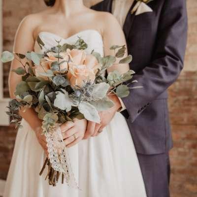 كيفية تحديد ميزانية لحفل الزفاف والالتزام بها