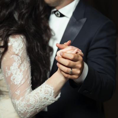 احصلي على إعجاب ضيوفك من خلال إنشاء موقع خاص بحفل زفافك