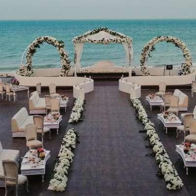 حفل زفاف ساحر بإطلالة بحرية في قطر