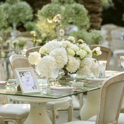 حفل زفاف راقٍ باللون الأبيض في عمان