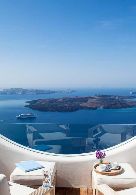 10 Best Things To Do in Santorini on Your Honeymoon