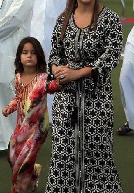 استلهمي إطلالتك بالعباءة من الأميرة هيا بنت الحسين