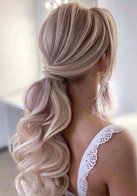 Beautiful Hairstyles For Your Engagement