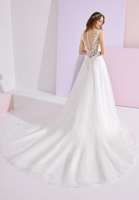 مجموعة فساتين زفاف إسنشالز لعام 2020 من برونوفياس