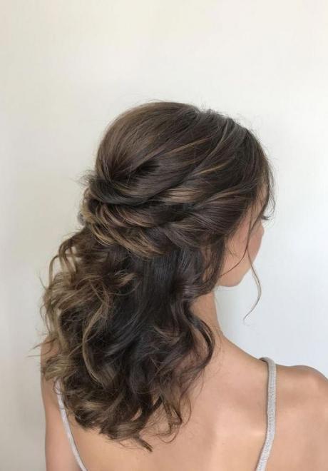 تسريحات لف شعر عروس مميزة