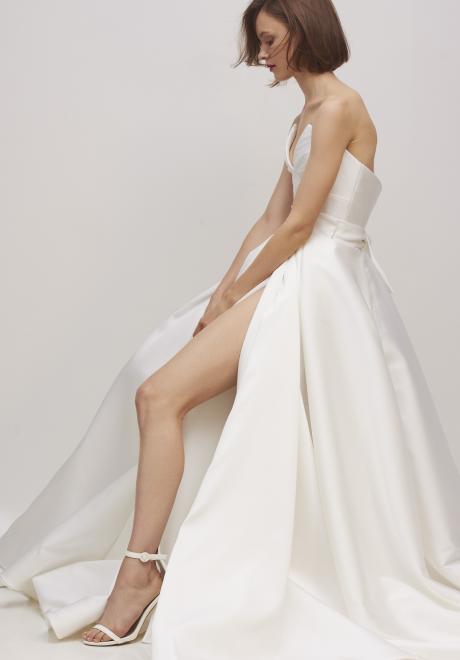 مجموعة فساتين اعراس ريفيني لخريف 2020 من تصميم ريتا فينيريس