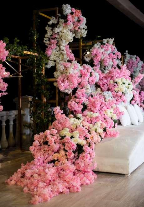 حفل زفاف باللون الوردي في قطر