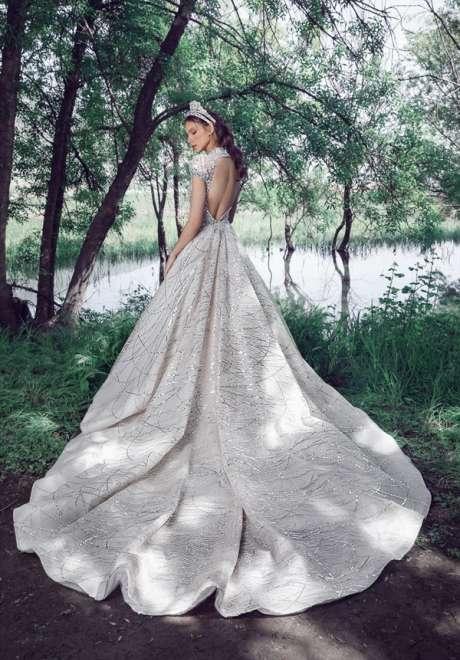 مجموعة فساتين زفاف طوني ورد لربيع 2022