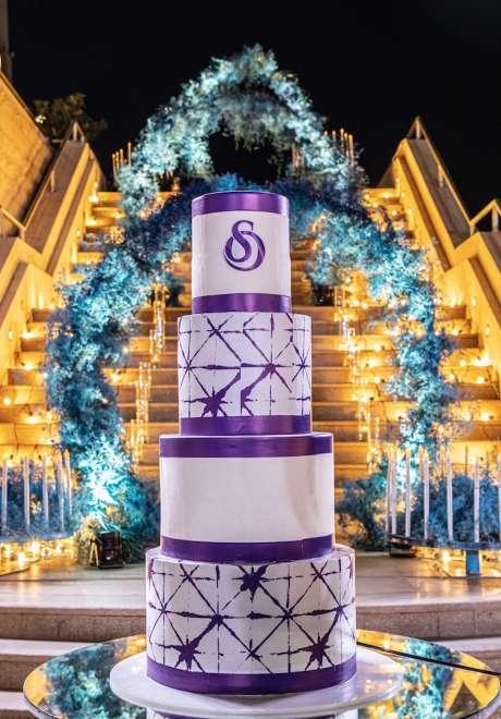 حفل زفاف باللون الأزرق في الهواء الطلق في عمان