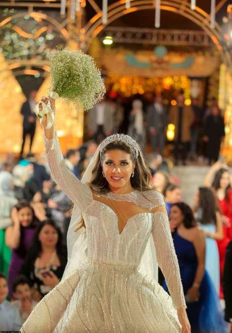 حفل زفاف مستوحى من مصر القديمة في الأهرامات