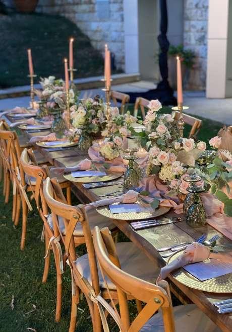 حفل زفاف صيفي باللون الوردي في لبنان