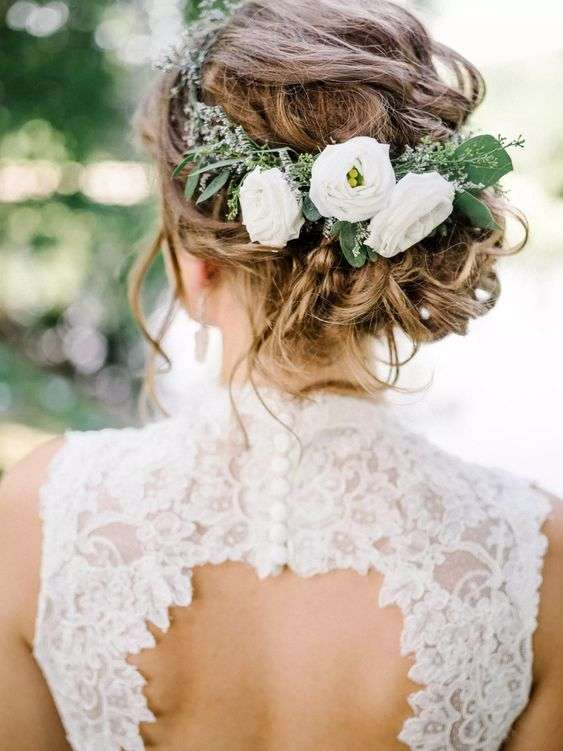 Best Wedding Floral Pieces for Your Hairstyle