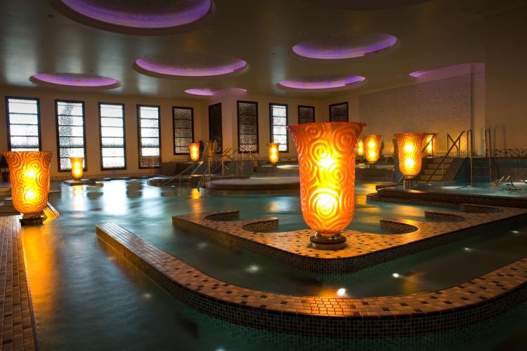 فندق كراون بلازا مدينة الثريا - الكويت