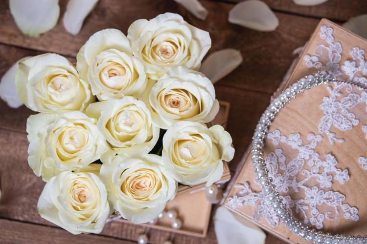 Box of Roses - Heliopolis