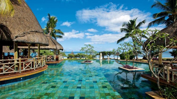 La Pirogue Resort & Spa