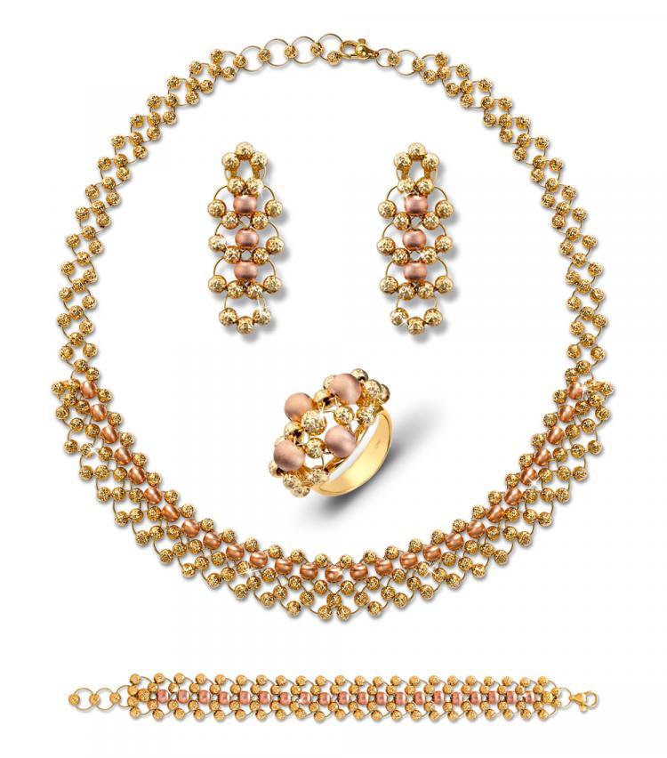 Gold jewellery set by Liali