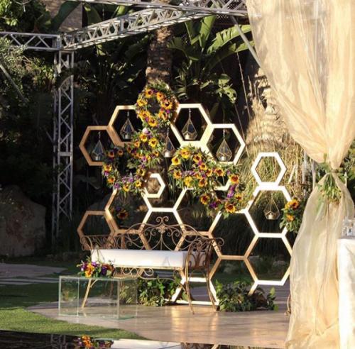 كوشة أفراح من وحي خلية النحل